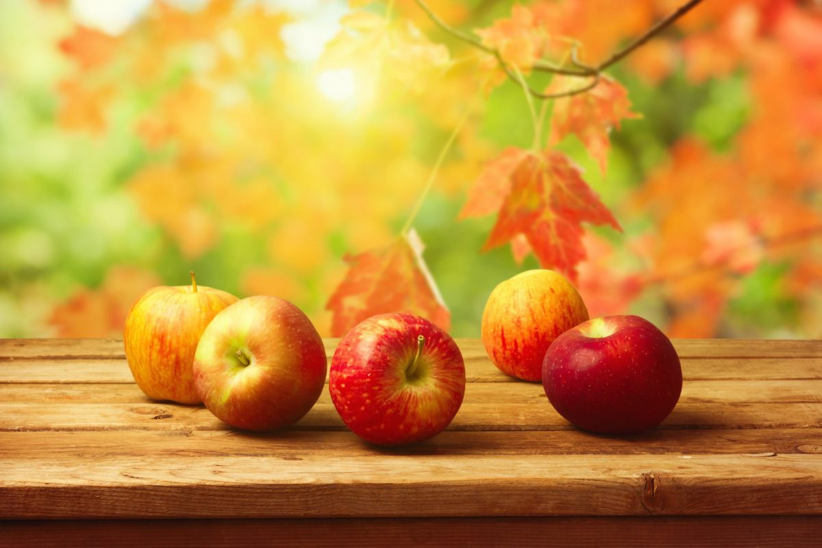 apples-table-fruits-vintage-background-autumn-leaves